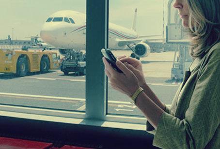 Anche in Gran Bretagna gli smartphone a bordo degli aerei dovranno essere accesi.