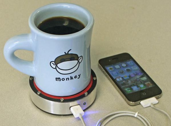 onE Puck ricarica il tuo smartphone con un caffé